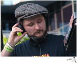 """DJ Vadim otwiera utwory zpłyty """"Soundcatcher"""""""